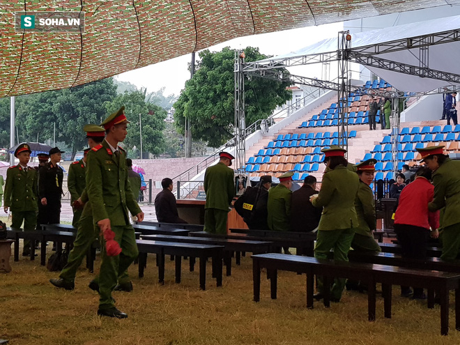 Tuyên án vụ hãm hiếp, sát hại nữ sinh giao gà ở Điện Biên: 6 bị cáo bị tuyên án tử hình, người dân đồng loạt vỗ tay - Ảnh 7.