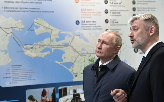 Cây cầu kết nối Nga-Crimea: TT Putin tiết lộ lí do khiến 3 lần nỗ lực xây cầu trước đó đều thất bại
