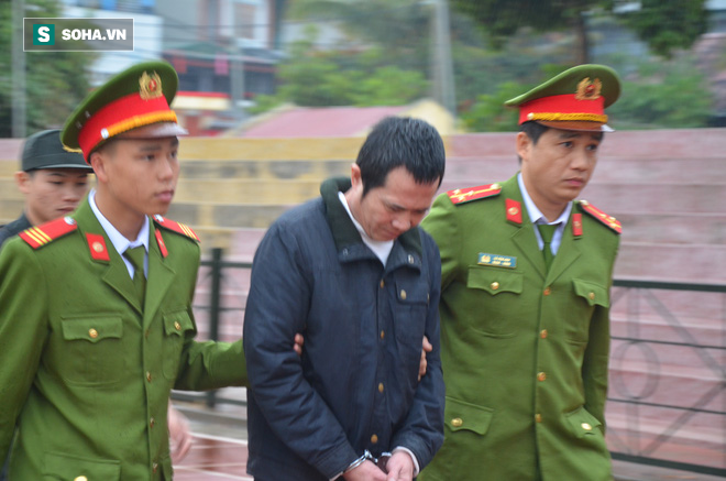 [Ảnh] Người dân đồng thanh la lớn khi Tòa tuyên 3 năm tù với bị cáo Bùi Thị Kim Thu  - Ảnh 13.