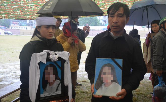 [Ảnh] Người dân đồng thanh la lớn khi Tòa tuyên 3 năm tù với bị cáo Bùi Thị Kim Thu