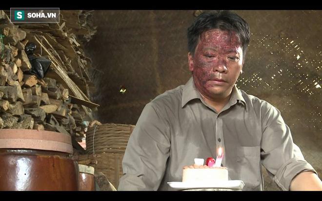 Nghệ sĩ Minh Hòa chạy xe ôm lấy tiền nuôi gia đình: Bị khách chửi, tôi tủi thân rơi nước mắt - Ảnh 2.