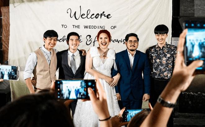 Cô dâu mời 3 người yêu cũ đẹp trai đến đám cưới, biểu cảm của chú rể trong bức ảnh chung mới bất ngờ