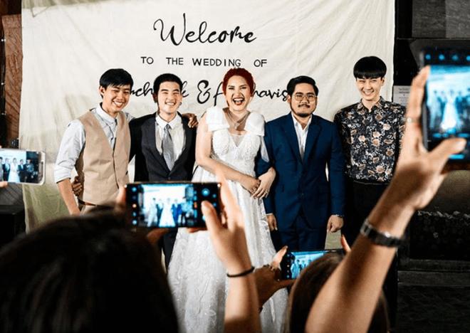 Cô dâu mời 3 người yêu cũ đẹp trai đến đám cưới, biểu cảm của chú rể trong bức ảnh chung mới bất ngờ - Ảnh 1.