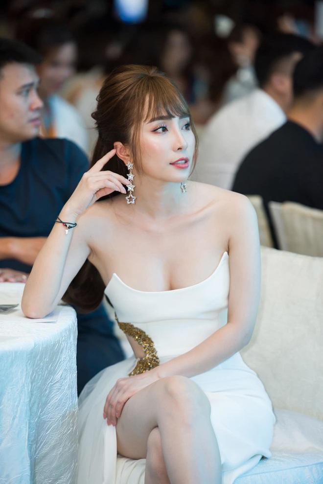 Quỳnh Nga thừa nhận nâng ngực để tự tin mặc gợi cảm - Ảnh 1.