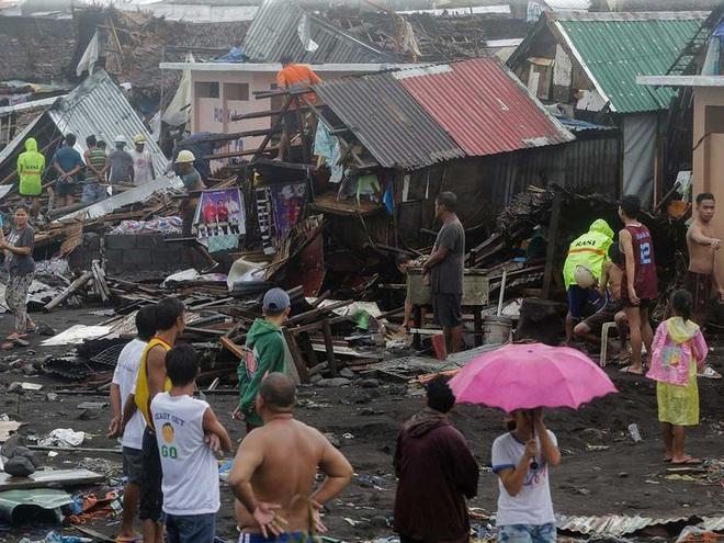 Hình ảnh mưa bão càn quét Philippines, nhiều môn thi SEA Games bị huỷ - Ảnh 2.