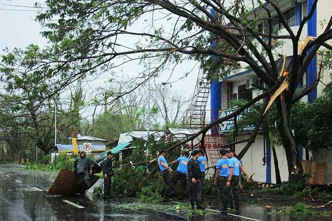 Hình ảnh mưa bão càn quét Philippines, nhiều môn thi SEA Games bị huỷ - Ảnh 12.