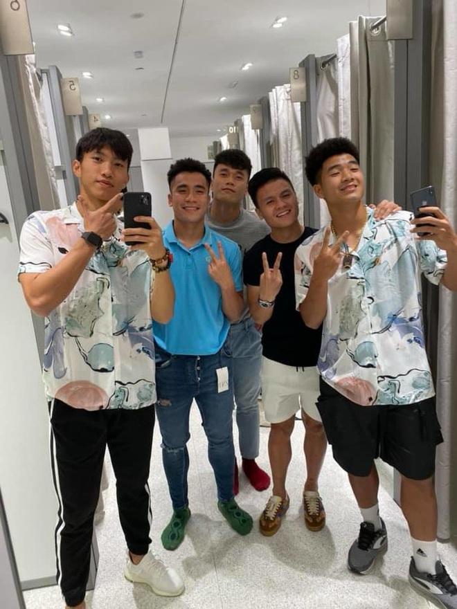 Các cầu thủ U22 Việt Nam dùng điện thoại gì tại SEA Games 30? - Ảnh 3.