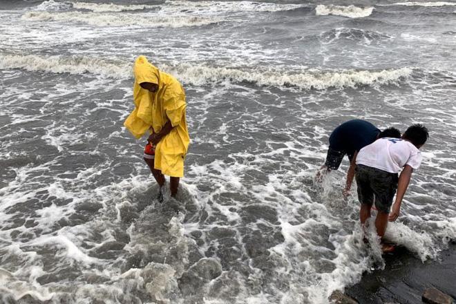 Hình ảnh mưa bão càn quét Philippines, nhiều môn thi SEA Games bị huỷ - Ảnh 4.
