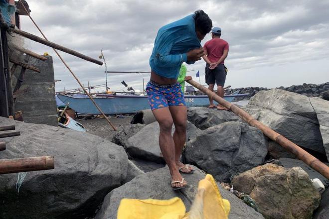 Hình ảnh mưa bão càn quét Philippines, nhiều môn thi SEA Games bị huỷ - Ảnh 6.