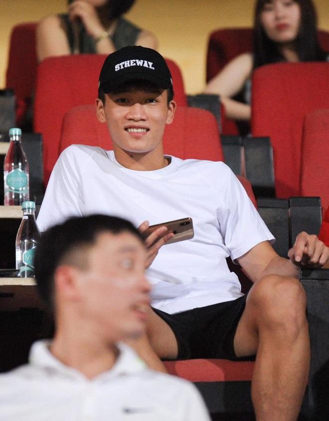 Các cầu thủ U22 Việt Nam dùng điện thoại gì tại SEA Games 30? - Ảnh 7.