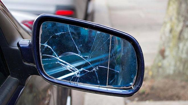 Những dấu hiệu cho thấy bạn phải thay gương ô tô ngay lập tức - Ảnh 2.