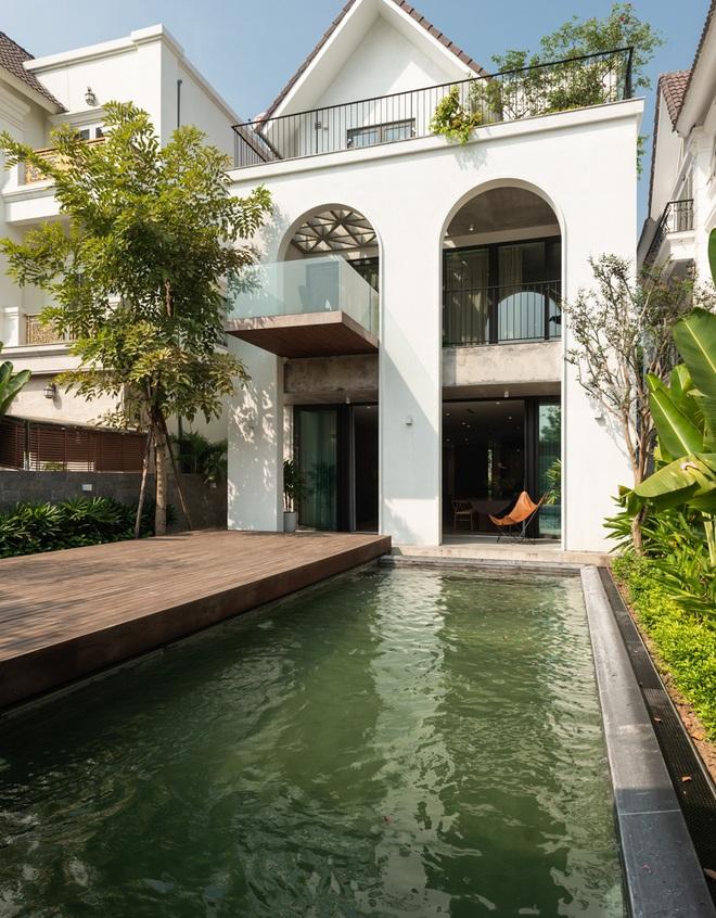 Độc đáo ngôi nhà ở Hà Nội nắng chiếu mọi nơi, trong nhà mà không khác gì ngoài trời - Ảnh 4.
