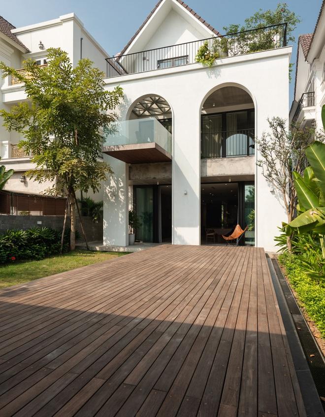 Độc đáo ngôi nhà ở Hà Nội nắng chiếu mọi nơi, trong nhà mà không khác gì ngoài trời - Ảnh 1.
