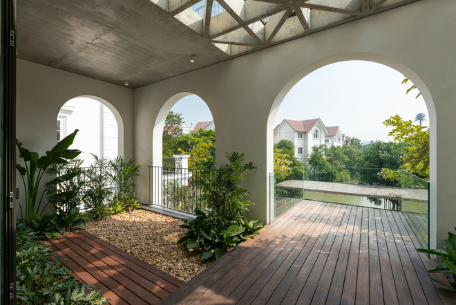 Độc đáo ngôi nhà ở Hà Nội nắng chiếu mọi nơi, trong nhà mà không khác gì ngoài trời - Ảnh 12.