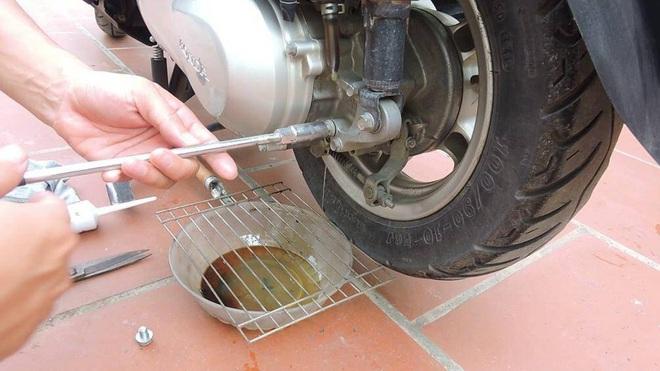 Chi tiết các mốc thời gian cần kiểm tra, bảo dưỡng xe máy - Ảnh 2.