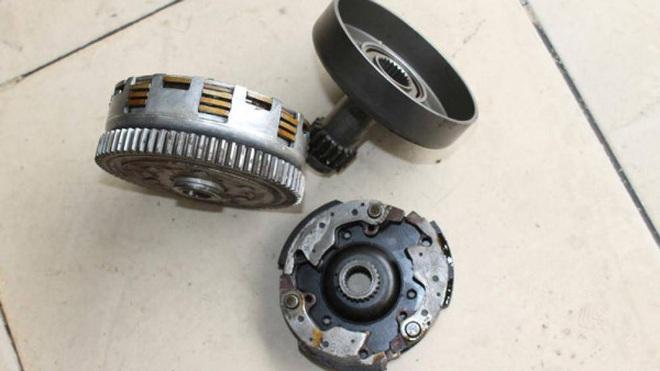 Chi tiết các mốc thời gian cần kiểm tra, bảo dưỡng xe máy - Ảnh 6.