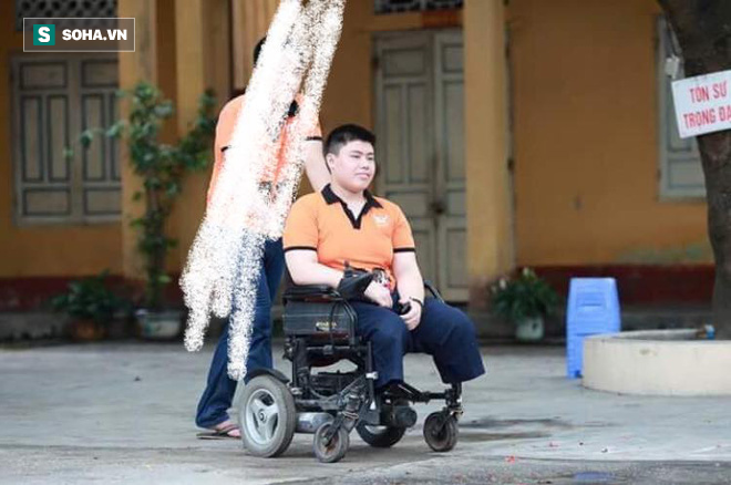 Gặp tai nạn tàu phải cưa hai chân, chàng trai 20 tuổi có màn lột xác khiến tất cả kinh ngạc - Ảnh 2.