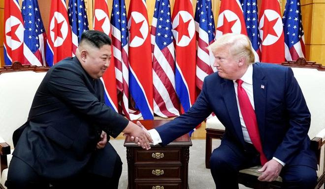 Tứ bề thọ địch: Ông Trump bị bủa vây trong những hiểm họa toàn cầu lớn nhất năm 2020 - Ảnh 1.