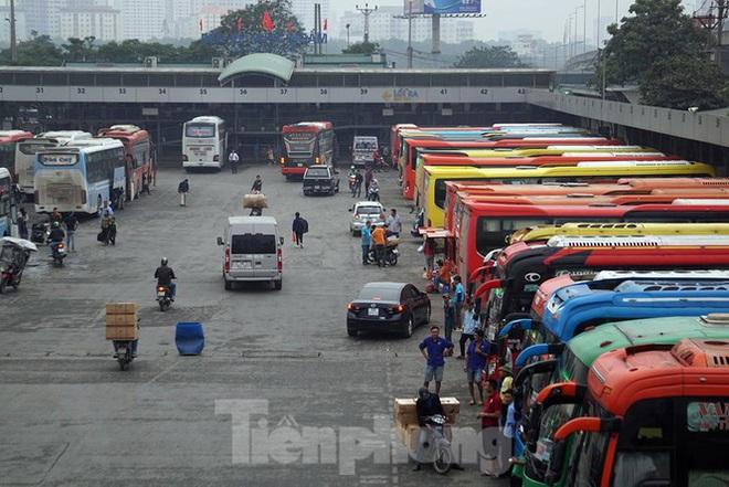 Bến xe ế khách, cửa ngõ Hà Nội thông thoáng chiều cuối năm - Ảnh 1.