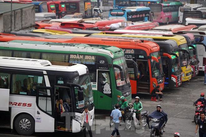 Bến xe ế khách, cửa ngõ Hà Nội thông thoáng chiều cuối năm - Ảnh 2.