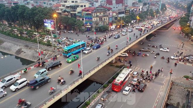 Bến xe ế khách, cửa ngõ Hà Nội thông thoáng chiều cuối năm - Ảnh 11.