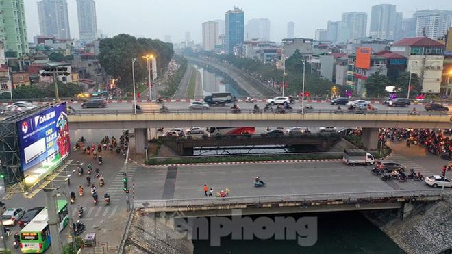 Bến xe ế khách, cửa ngõ Hà Nội thông thoáng chiều cuối năm - Ảnh 12.