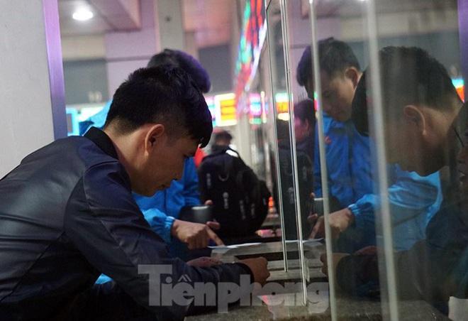 Bến xe ế khách, cửa ngõ Hà Nội thông thoáng chiều cuối năm - Ảnh 4.