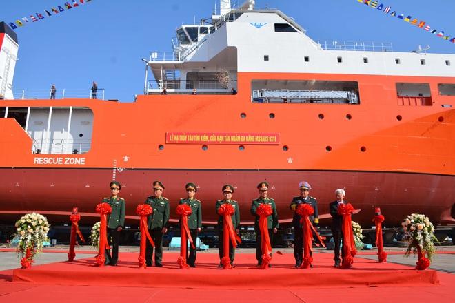 Đại tướng Ngô Xuân Lịch dự Lễ hạ thủy tàu tìm kiếm, cứu nạn tàu ngầm đa năng MSSARS 9316 - Ảnh 3.