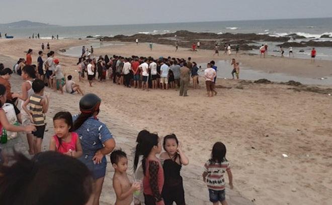 Phát hiện thi thể người đàn ông trôi vào bờ biển Cửa Lò, trên tay xăm 4 con số