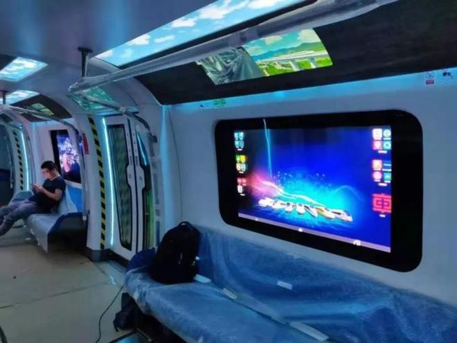 Tàu điện ngầm có cửa sổ kiêm màn hình cảm ứng được thử nghiệm ở Trung Quốc - Ảnh 1.