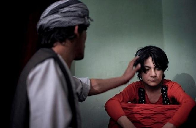 Vấn nạn Bacha bazi - những trai nhảy tuổi vị thành niên bị lạm dụng tình dục một cách có hệ thống - Ảnh 1.