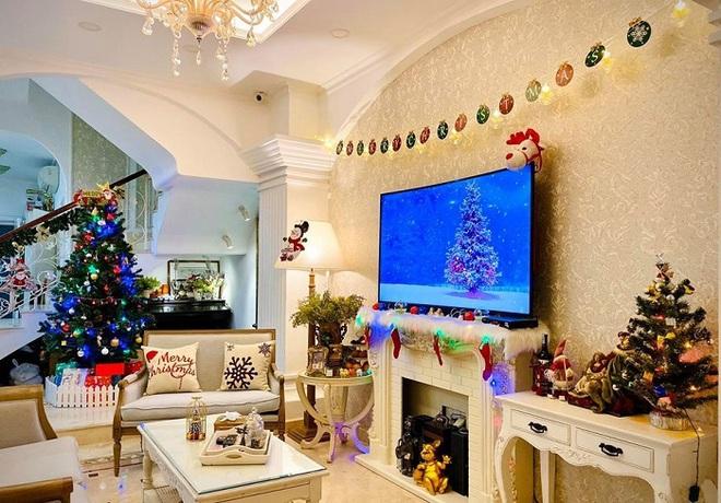 Biệt thự vợ chồng Thúy Hạnh trang hoàng lung linh đón Noel - Ảnh 4.