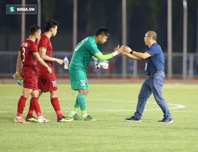 HLV Park Hang-seo bảo vệ thủ môn Văn Toản: Không có lý do gì để trách móc cậu ấy! - Ảnh 1.