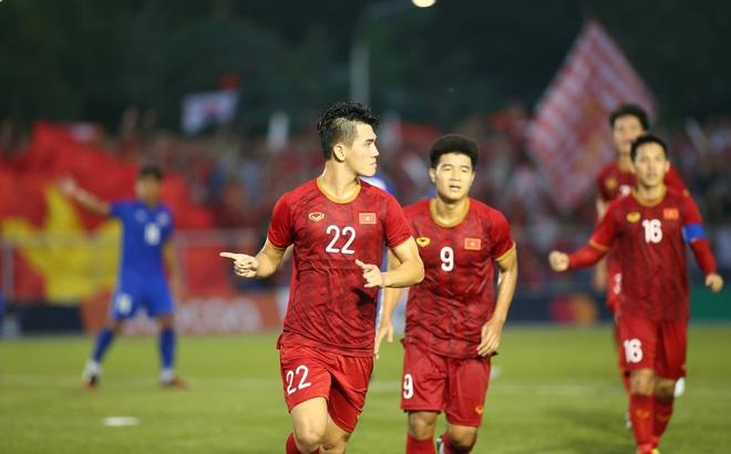 """Thầy trò HLV Park Hang-seo đoạt vé siêu ngoạn mục sau hai """"cú đấm"""" sớm từ người Thái"""