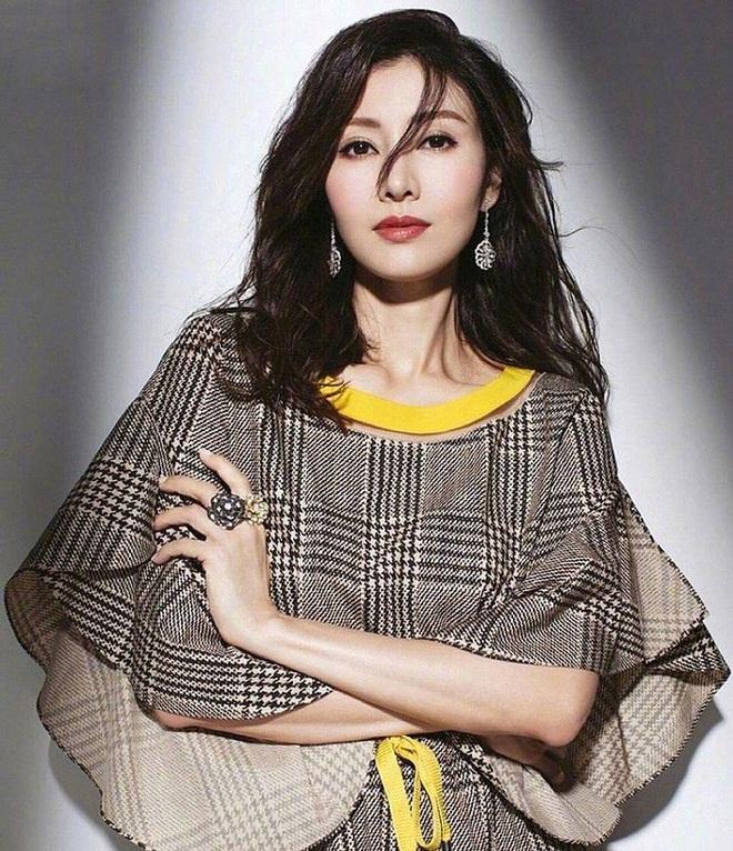 Hoa hậu đẹp nhất lịch sử Hong Kong: Bỏ tài tử nổi tiếng, lao vào các cuộc tình vật chất với đại gia - Ảnh 7.
