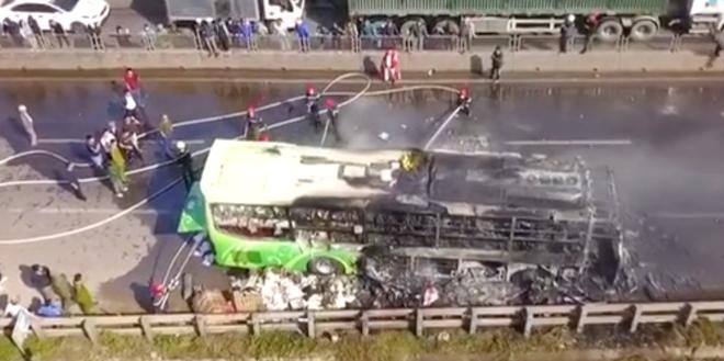 Xe giường nằm cháy dữ dội khi đang chạy, Quốc lộ 1A ách tắc nhiều giờ - Ảnh 8.