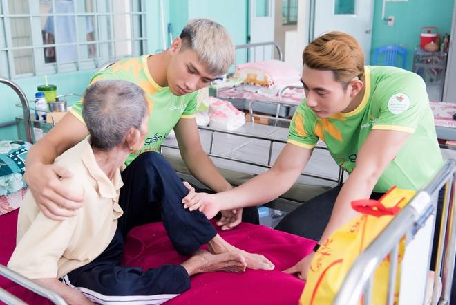 Nhã Phương, Phương Thanh và 2 trai đẹp Mister Việt Nam đi làm từ thiện - ảnh 3
