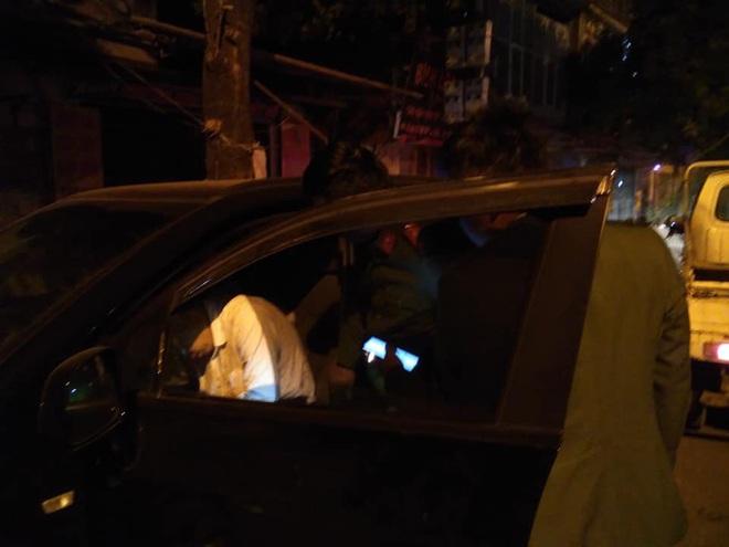Bắt gặp tài xế gục xuống vô lăng lúc nửa đêm, người đàn ông có 3 hành động khiến tất cả thán phục - ảnh 3