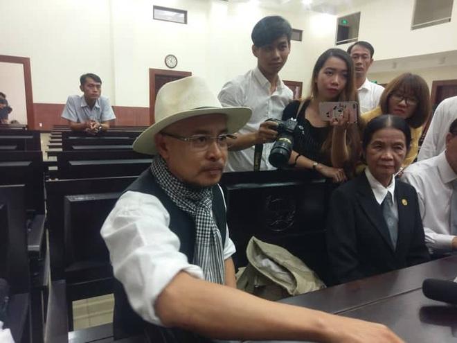 Tòa cho ông Vũ, bà Thảo ly hôn. 4 con do bà Thảo nuôi, ông Vũ cấp dưỡng mỗi năm 10 tỷ đồng - Ảnh 2.