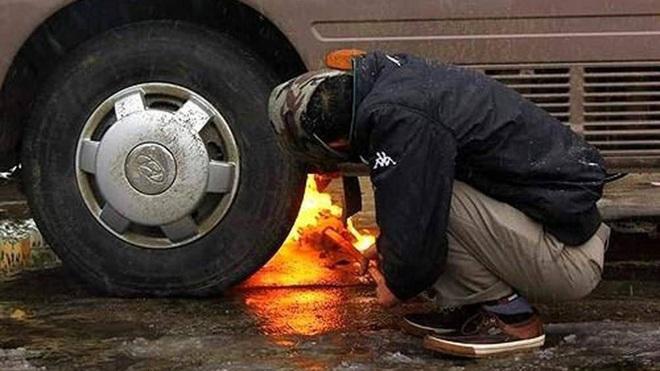 Ô tô khó nổ máy khi trời lạnh phải làm thế nào? - Ảnh 4.
