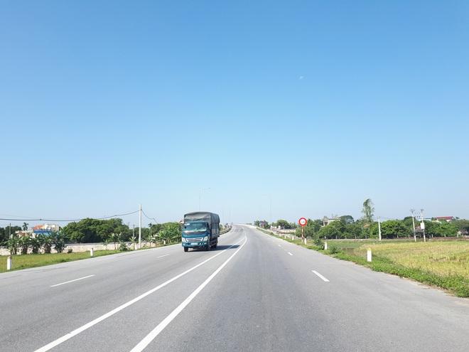 Những tình huống giao thông tài xế không nên cố vượt - Ảnh 2.