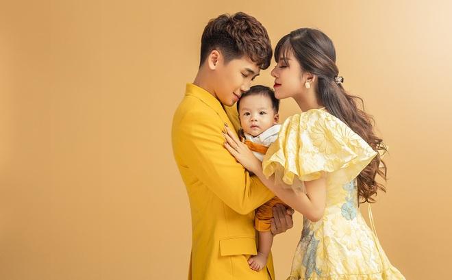 """Vlogger Huy Cung khoe con trai 4 tháng tuổi: """"Không chia sẻ từ đầu vì vợ không chịu được áp lực dư luận"""""""
