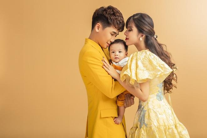Vlogger Huy Cung khoe con trai 4 tháng tuổi: Không chia sẻ từ đầu vì vợ không chịu được áp lực dư luận - Ảnh 2.