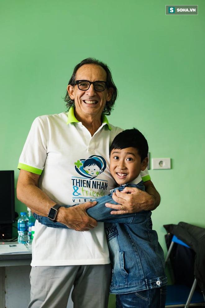 Hành trình 10 năm vá lỗi tạo hoá cho trẻ Việt của bác sĩ tiết niệu Nhi hàng đầu người Ý - Ảnh 2.