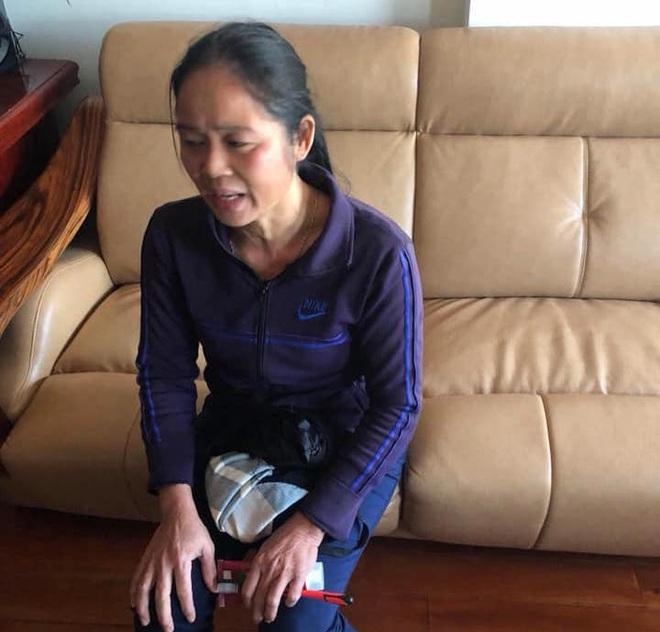 Hãi hùng cảnh bà giúp việc cầm chân dốc ngược bé gái 1 tuổi rồi lắc qua lắc lại để dọa ngừng khóc ở Nghệ An - Ảnh 2.