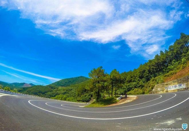 Những tình huống giao thông tài xế không nên cố vượt - Ảnh 3.