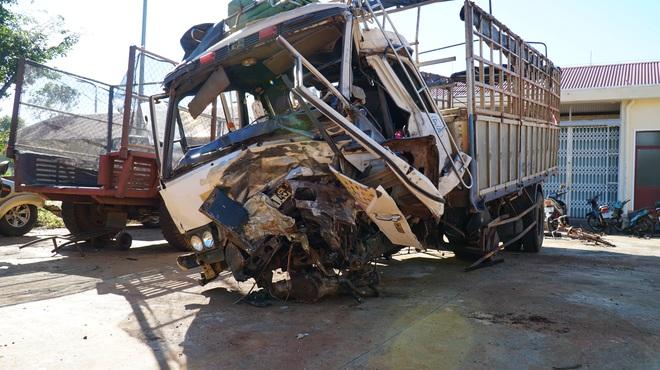 Tai nạn thảm khốc ở Gia Lai: Ô tô bán tải tông trực diện xe tải, 3 người chết, 3 người bị thương - Ảnh 2.