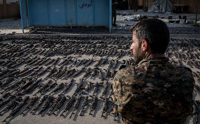 Soi giá chợ đen súng AK Nga và M16 Mỹ: Giật mình với mức giá không tưởng