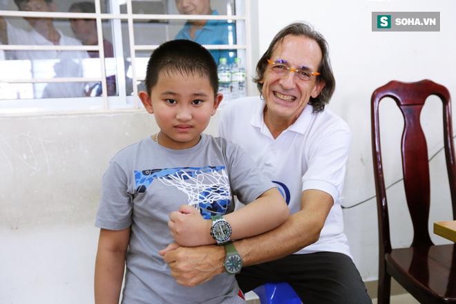 Hành trình 10 năm vá lỗi tạo hoá cho trẻ Việt của bác sĩ tiết niệu Nhi hàng đầu người Ý - Ảnh 3.