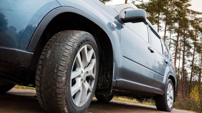Lý do lốp dự phòng ô tô chỉ nên sử dụng trong thời gian ngắn - Ảnh 2.